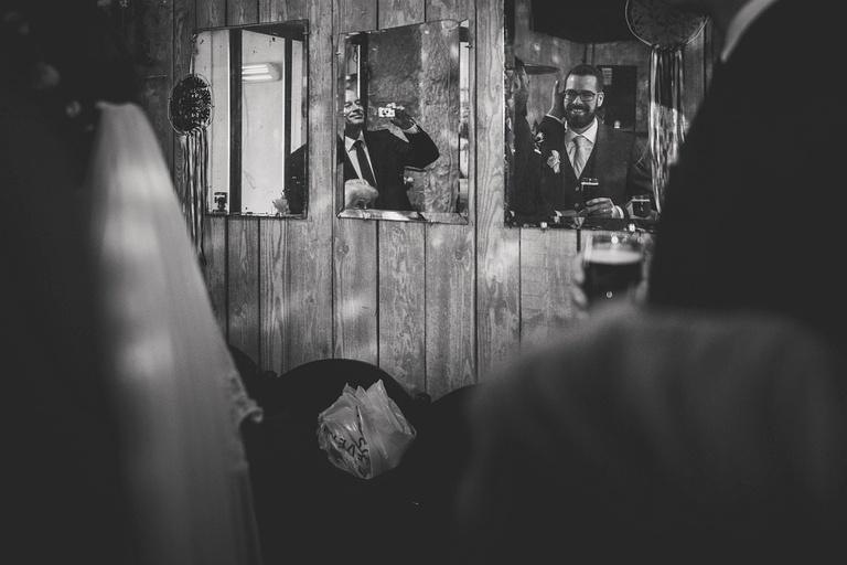 Fotograf ślubny w pracy - Przygotowania do reportażu
